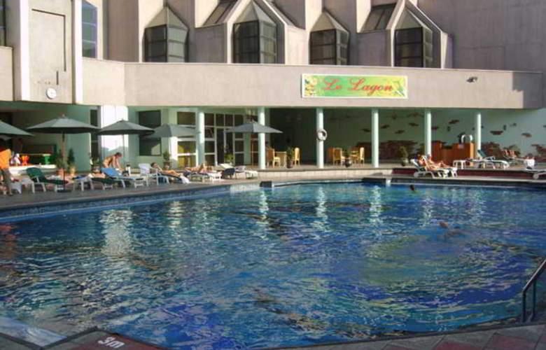 Le Grande Plaza - Pool - 5