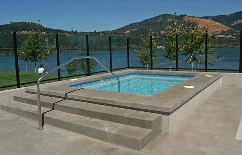 Best Western Plus Hood River Inn - Pool - 102