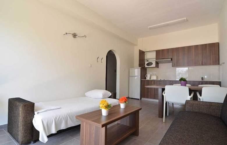 Lucky Hotel Apts - Room - 6