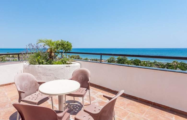 Marina dOr Playa Hotel 4 Estrellas - Terrace - 9