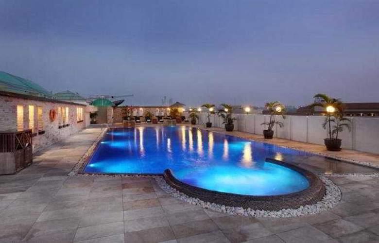 Nova Suites - Pool - 5
