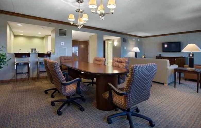 Hilton Boston/Woburn - Hotel - 4