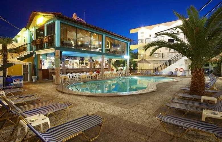 Hanioti Grand Victoria - Hotel - 0