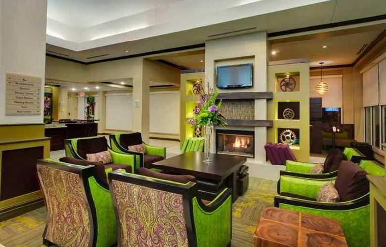Hilton Garden Inn Airport - Hotel - 5