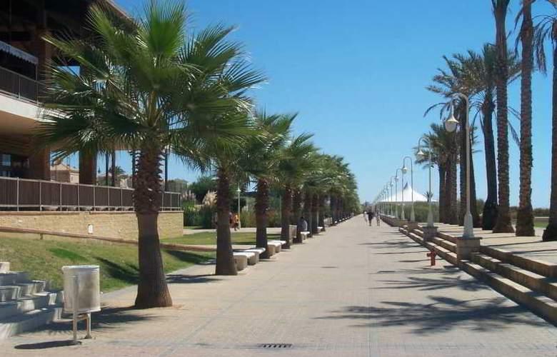 Leo Islamar - Beach - 15