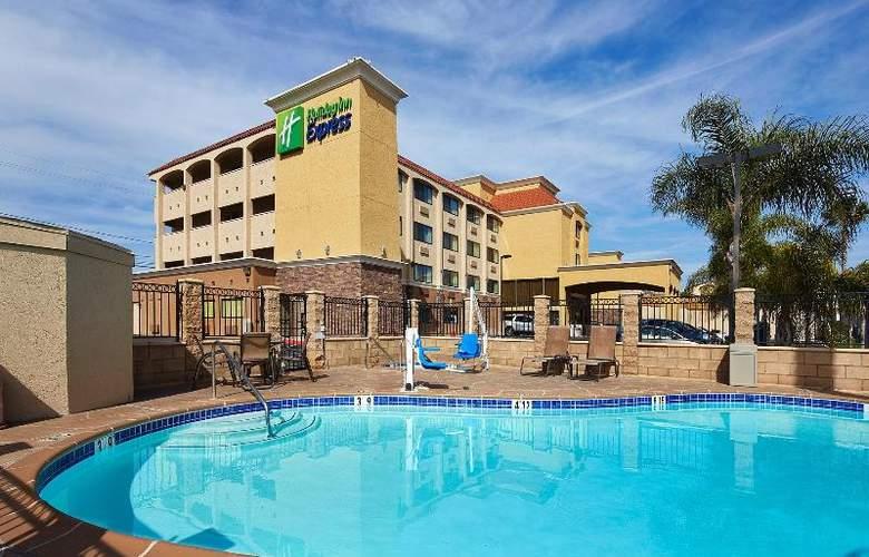 Holiday Inn Express San Diego South Bay - Pool - 9