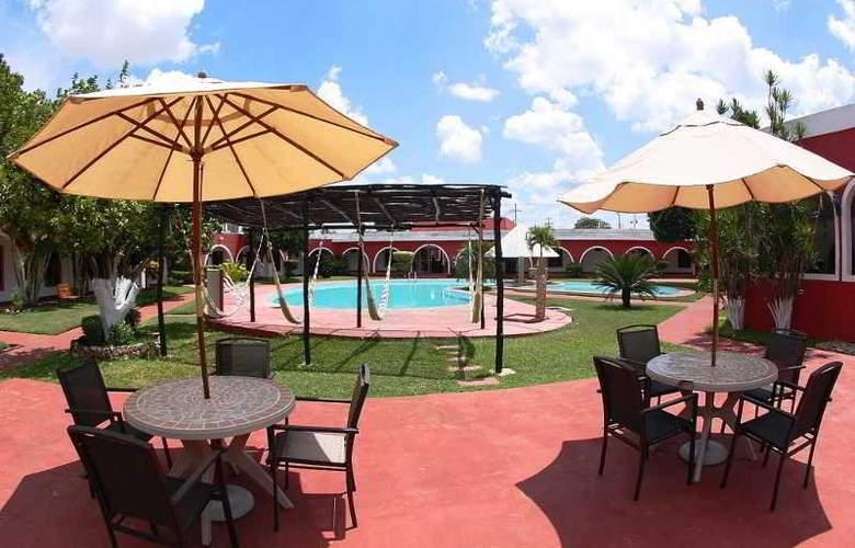 Hotel Hacienda Inn Aeropuerto - Terrace - 29