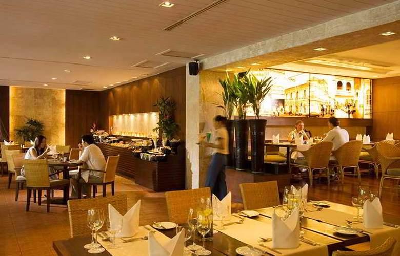 Hilton Phuket Arcadia Resort & Spa - Restaurant - 9