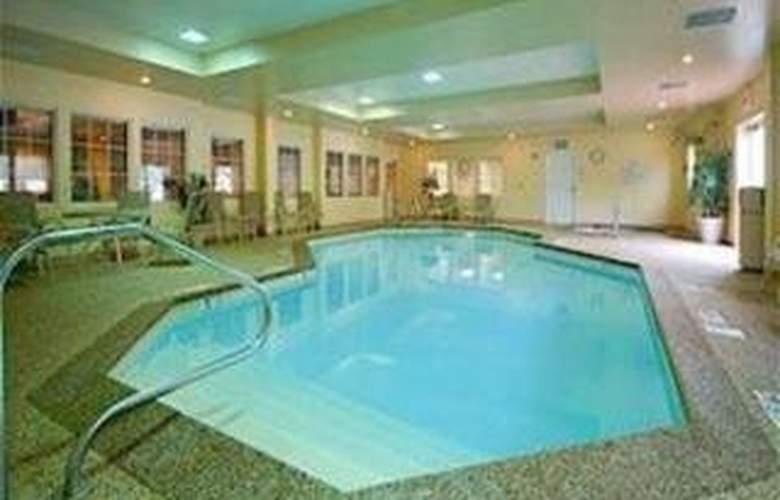 Comfort Inn & Suites - Pool - 4