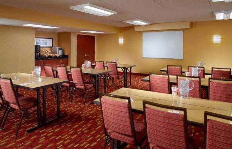 Courtyard by Marriott Atlanta Airport South/ Sulli - Hotel - 17