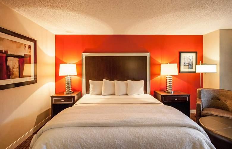 La Guardia Plaza Hotel - Room - 9