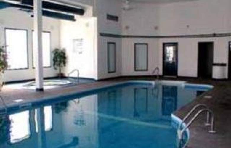 Comfort Inn & Suites - Pool - 3