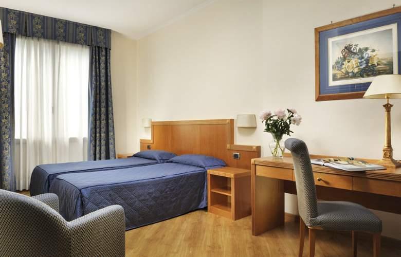 Grand hotel Mediterraneo - Room - 2