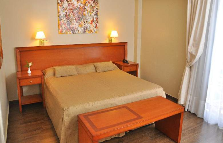 Riviera - Room - 15