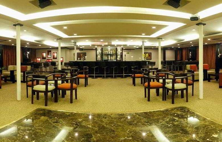 M/S Moevenpick Royal Lily Nile Cruise - Bar - 7
