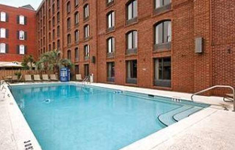 Inn at Ellis Square a Days Hotel - Pool - 2