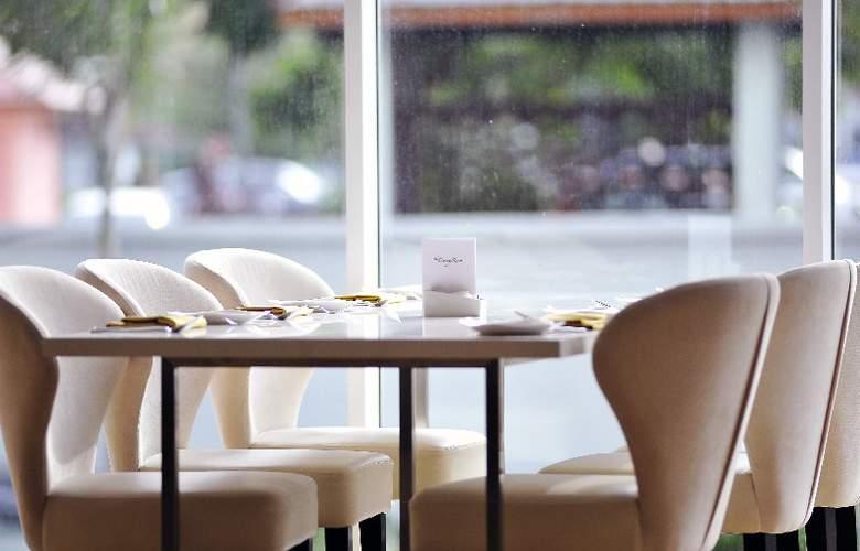 The Zenith Hotel - Restaurant - 4