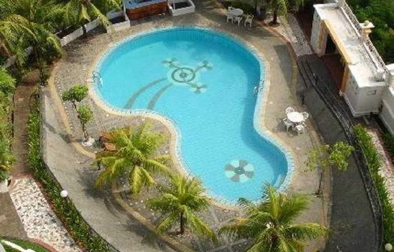 Swiss-Belhotel Batam - Pool - 7