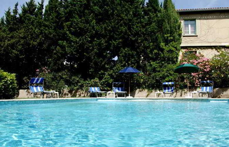 Hotel Roques - Pool - 9