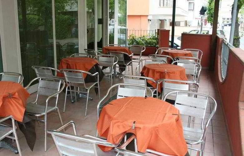 Sport Hotel - Terrace - 11
