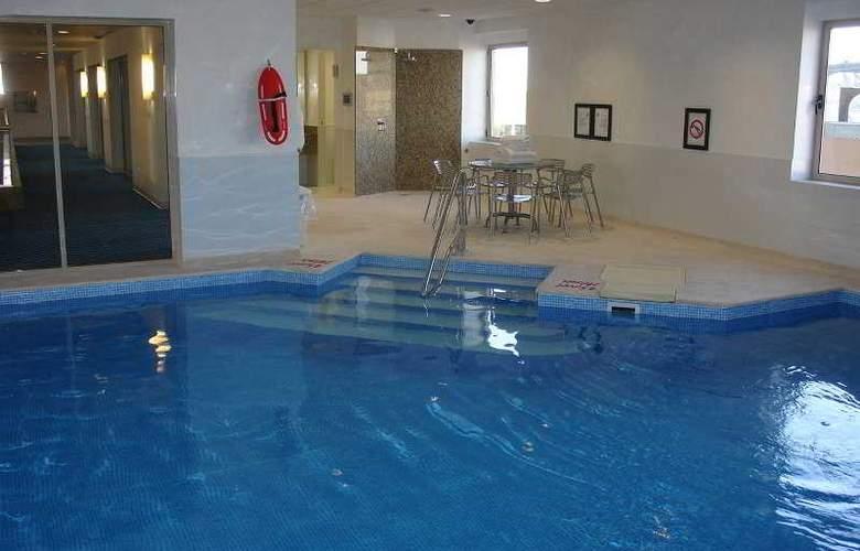 Four Points by Sheraton Monterrey Linda Vista - Pool - 3
