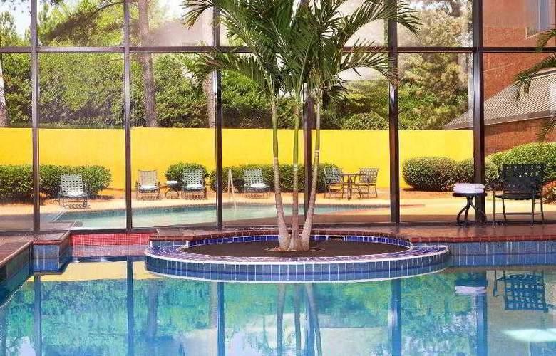 Sheraton Gateway Hotel Atlanta Airport - Pool - 29