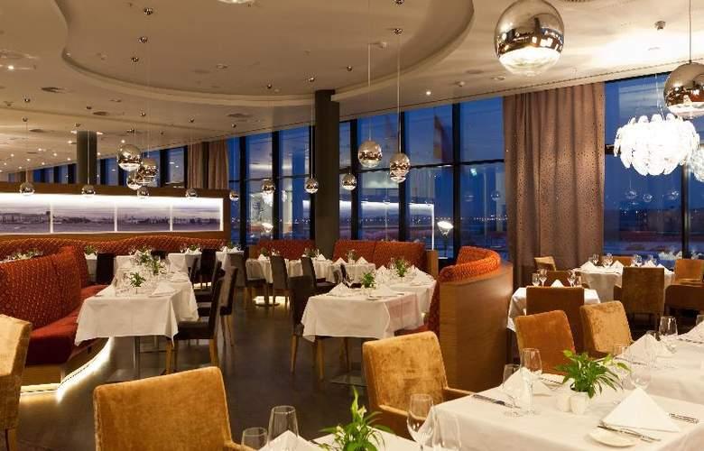 Crowne Plaza St. Petersburg Airport - Restaurant - 16