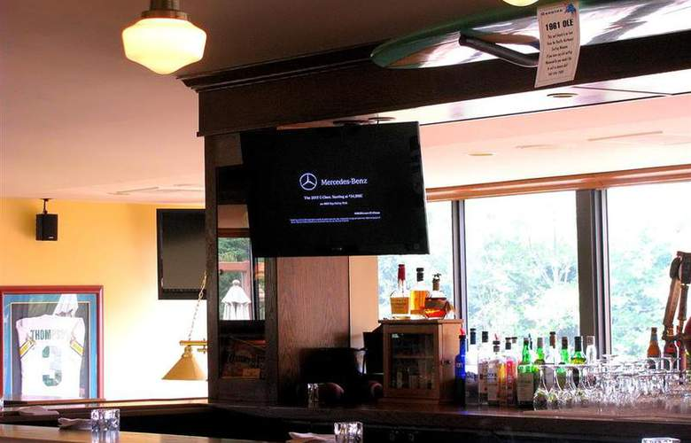 Best Western Plus Agate Beach Inn - Bar - 89