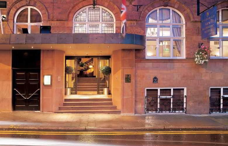 Macdonald New Blossoms - Hotel - 0