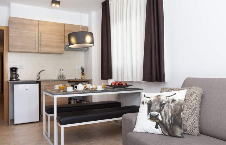 Apartamentos Segle XX - Room - 13