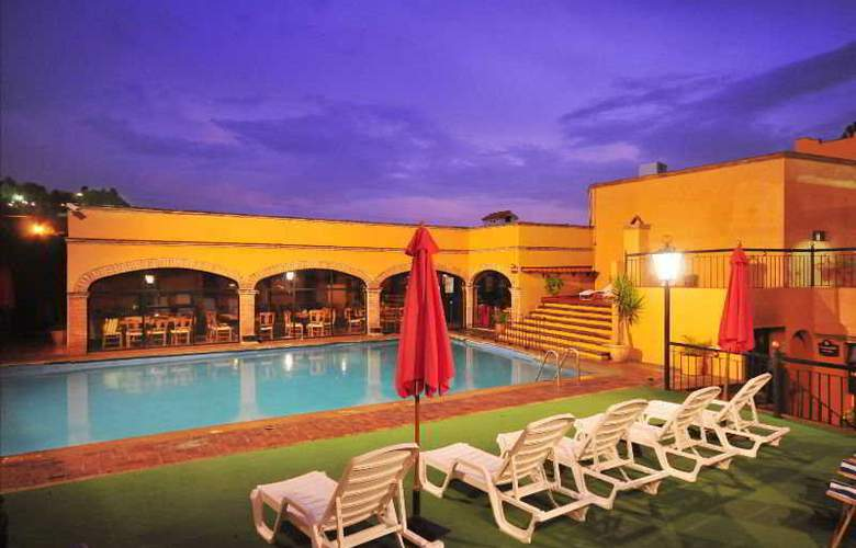 La Abadia Plaza - Pool - 20