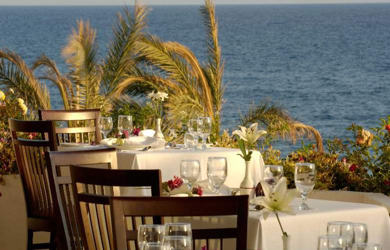 Constantinou Bros Athena Royal Beach Hotel - Restaurant - 22