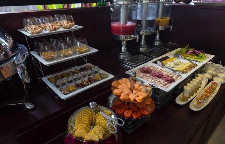 Lynnaya Urban River Resort - Restaurant - 4