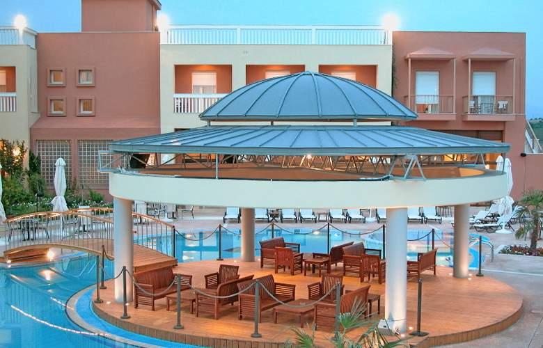 Ambassador Hotel - Terrace - 5