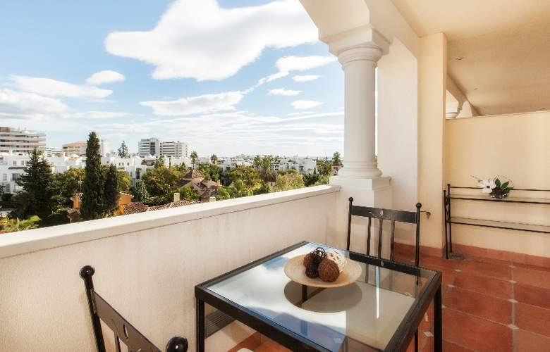 Apartamentos Guadalpin Suites - Terrace - 12