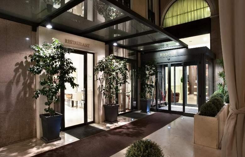 Best Western Premier Hotel Cristoforo Colombo - Terrace - 40