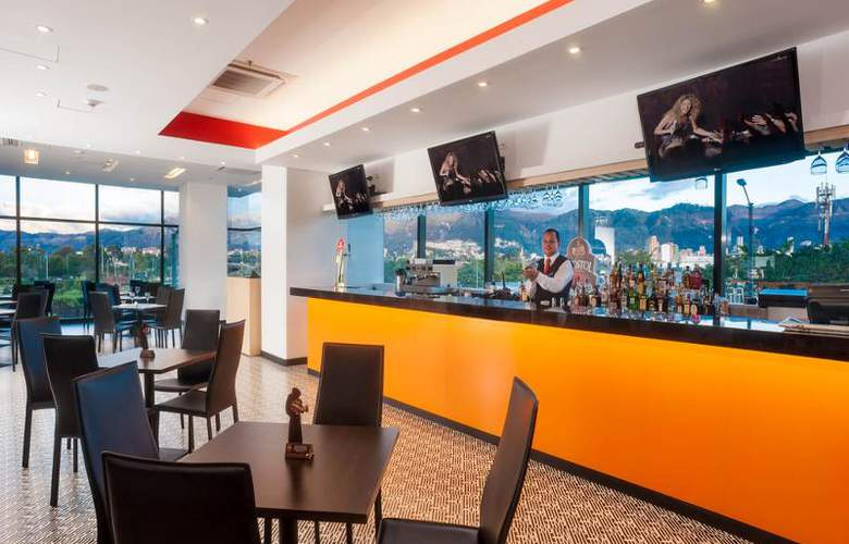 Tryp by Wyndham Bogotá Embajada - Bar - 3