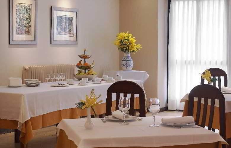 Arias Apartamentos (Anexo) - Restaurant - 9