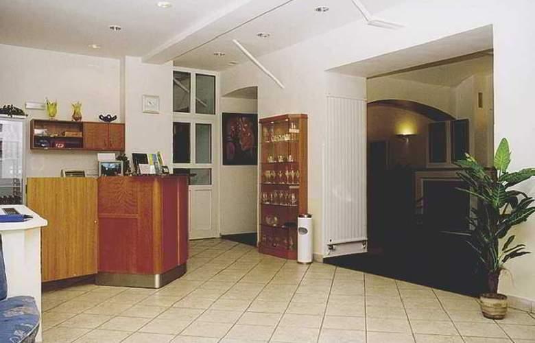 Amadeus Aparthotel - General - 1