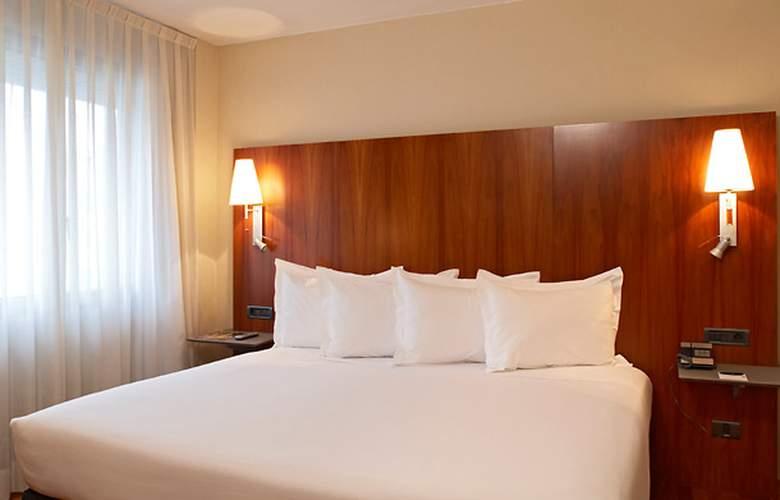AC Ciudad de Pamplona - Room - 1