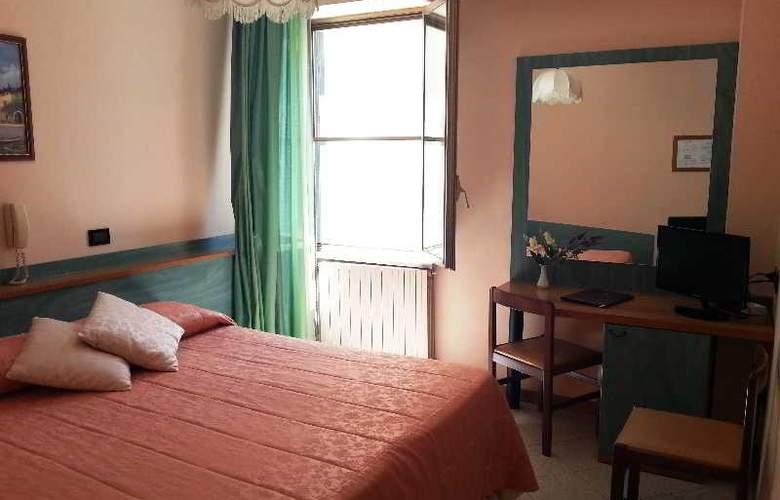Di Stefano - Room - 9