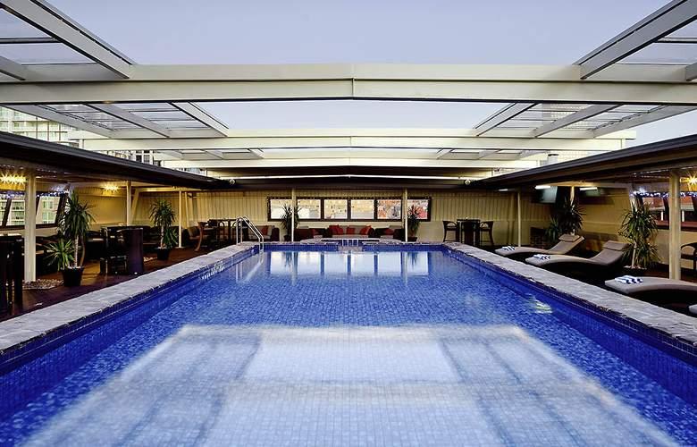 Adelaide Rockford - Pool - 2