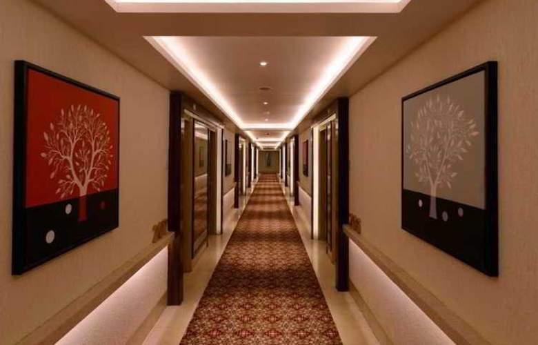 Tulip Inn Ahemadbad - Hotel - 7