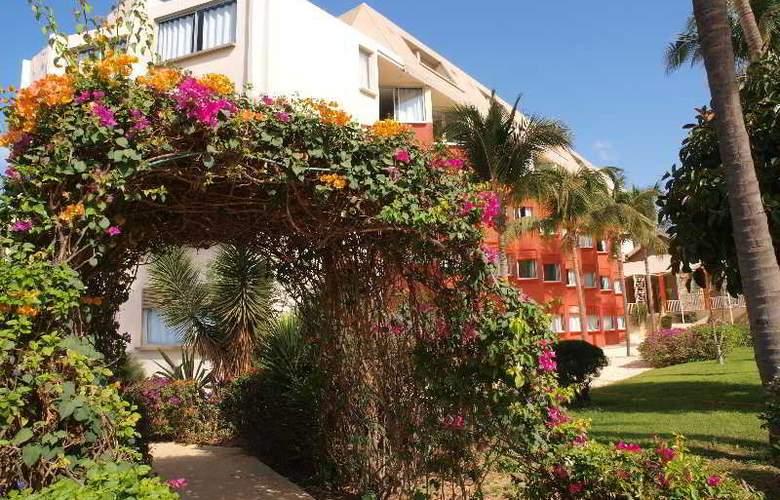 Palm Beach Hotel - Hotel - 8
