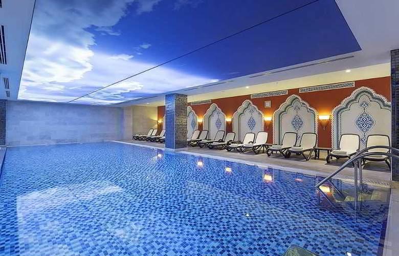 Crystal Palace Luxury Resort & Spa - Pool - 19