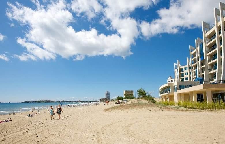 DIT Blue Pearl Hotel - Beach - 3