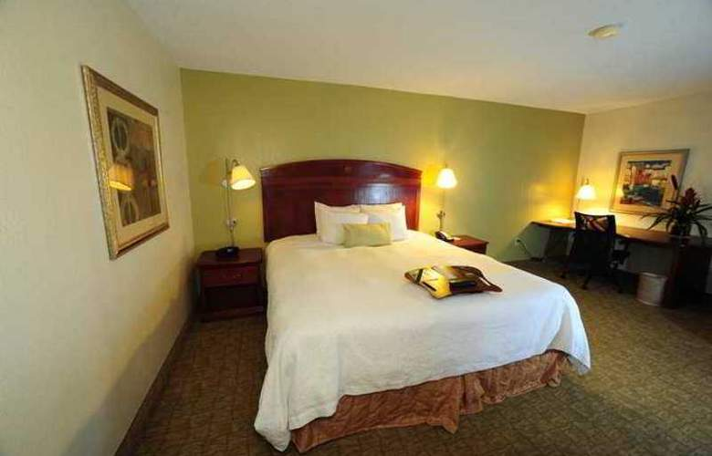 Hampton Inn & Suites Nashville-Airport - Hotel - 1