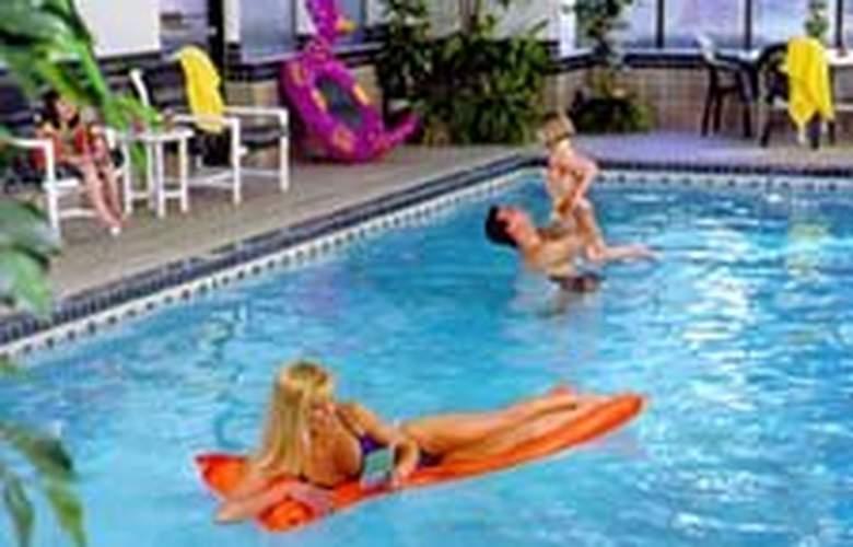 Quality Inn Valley Suites - Pool - 5