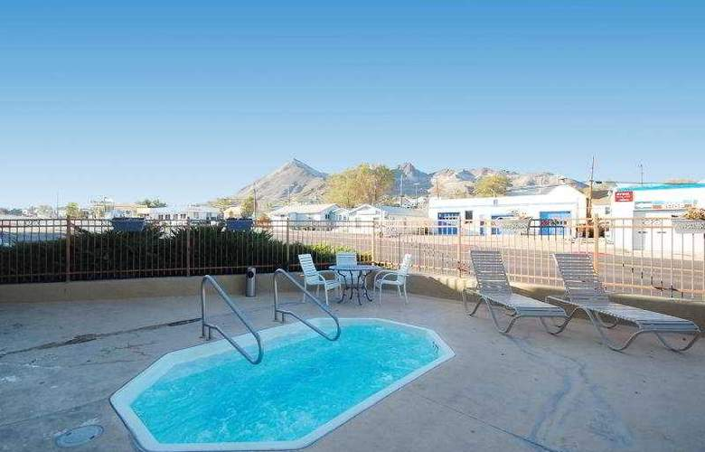 Best Western Hi-Desert Inn - Pool - 8