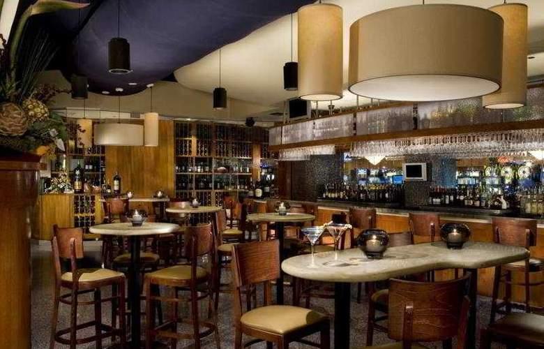 OYO Hotel & Casino - Bar - 5